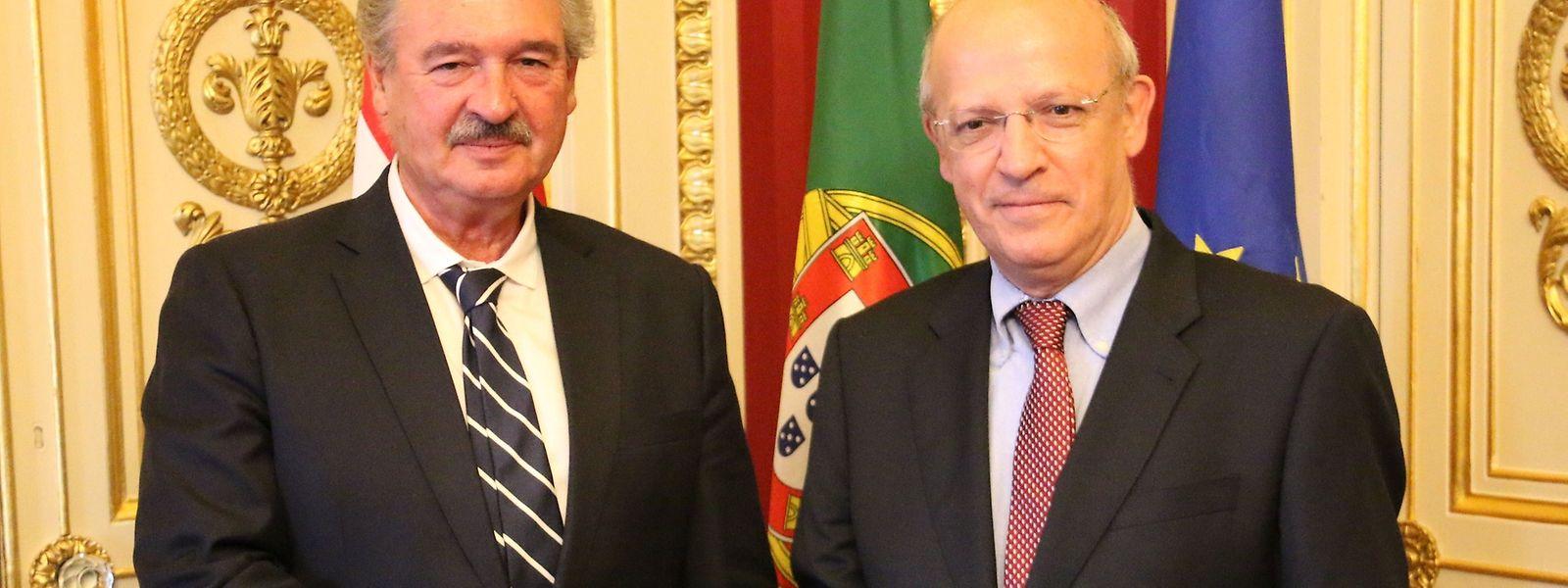O ministro dos Negócios Estrangeiros do Luxemburgo, Jean Asselborn com o seu homólogo português Augusto Santos Silva