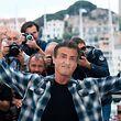 """Durfte bei der Vorstellung von """"Rambo: First Blood"""" auf keinen Fall fehlen: Sylvester Stallone zeigt seine Posen."""