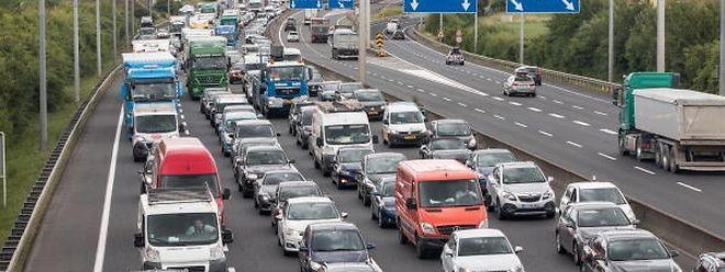 Der schmale Pannenstreifen könnte zu Spitzenstunden von Fahrgemeinschaften genutzt werden.