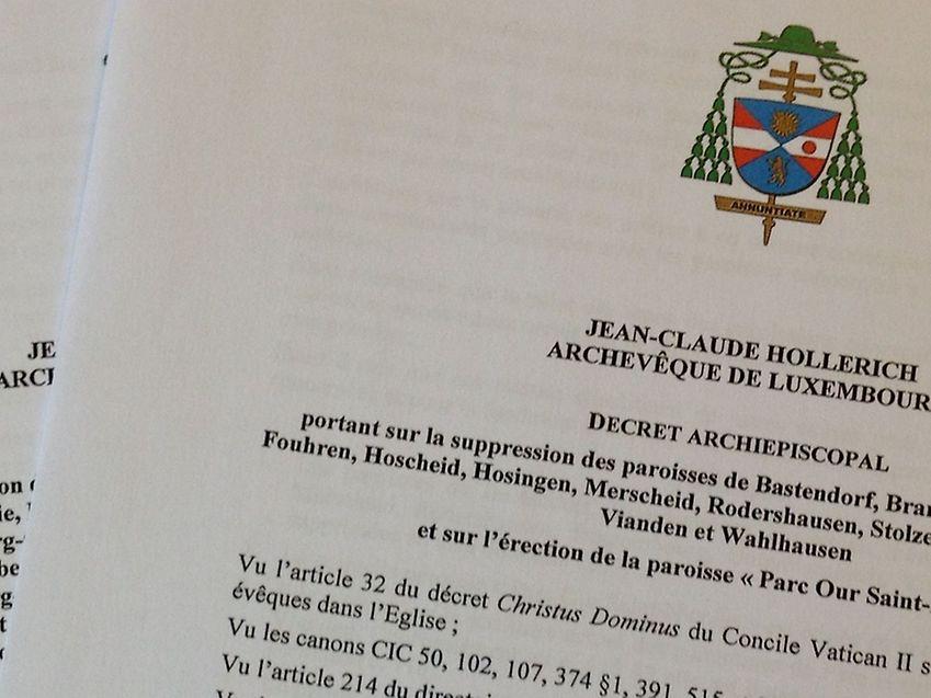 Die neuen Pfarreien werden durch ein Errichtungsdekret ins Leben gerufen. Zuvor müssen die alten Pfarreien mittels eines Abschaffungsdekrets abgeschafft werden.