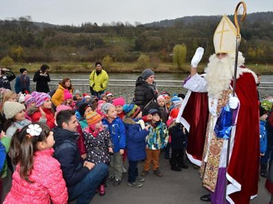 """""""De Kleeschen kennt ..."""": Am 6. Dezember werden die Kinder vom Heiligen  Nikolaus besucht und an diesem Tag ist in Luxemburg für die Grundschüler auch schulfrei."""