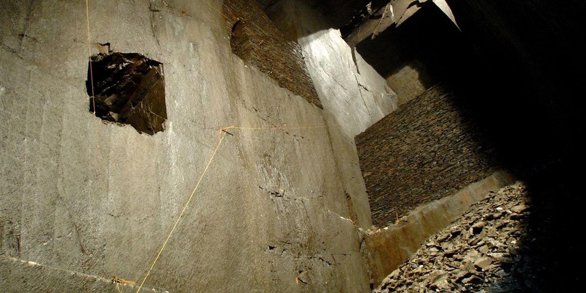 Pour pouvoir être ouvertes toute l'année au public, les chambres d'extractions souterraines devront être mises en conformité et sécurisées par les Sites et Monuments.