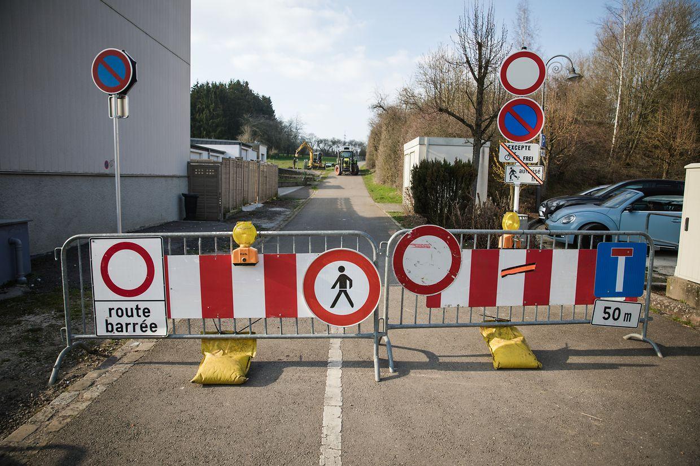 Ein Teil des Fahrradweges wurde für das Aufstellen des Zaunes gesperrt.