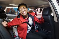 (FILES) This file photo taken on March 29, 2019 shows Philippine journalist Maria Ressa waving to photographers after posting bail outside a court building in Manila. - Philippine journalist Maria Ressa faces the threat of prison when the verdict is handed down on June 15, 2020 in her libel trial, a case watchdogs say is aimed at silencing critics of President Rodrigo Duterte. (Photo by MARIA TAN / AFP)