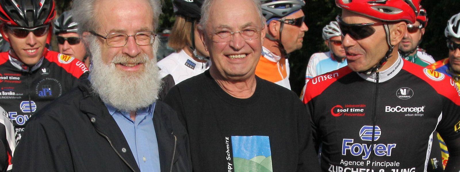 """Jempy Schmitz (Mitte) mit Jacques Dahm (links)  beim Start der """"Randonnée Jempy Schmitz"""" im Jahr 2010."""