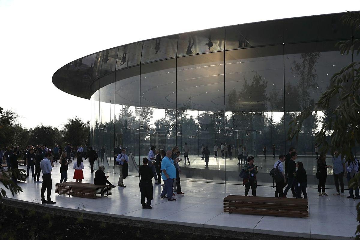 "Apples Produktvorstellung fand erstmals im neuen Firmenhauptquartier ""Apple Park"" statt."