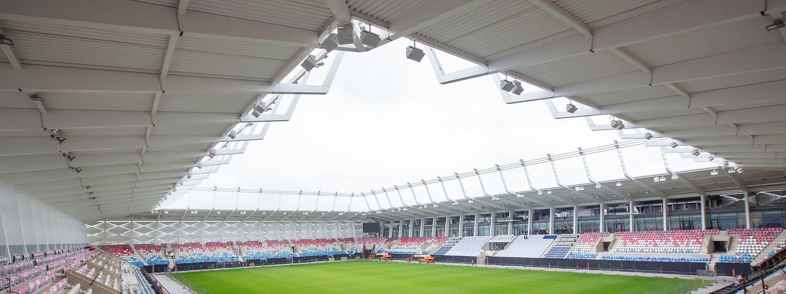 Das Stade de Luxembourg fasst 9.385 Plätze.