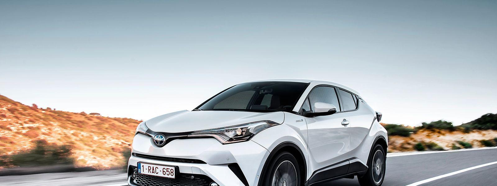 Schnittig und muskulös zugleich fährt der Toyota H-CR vor. Er kombiniert die Eleganz eines Coupés mit dem Komfort eines SUVs.