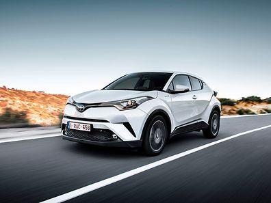 Schnittig und muskulös zugleich fährt der Toyota H-CR vor. Er kombiniert die Eleganz eines Coupés mit dem Komfort eines SUVs. (FOTOS: TOYOTA)