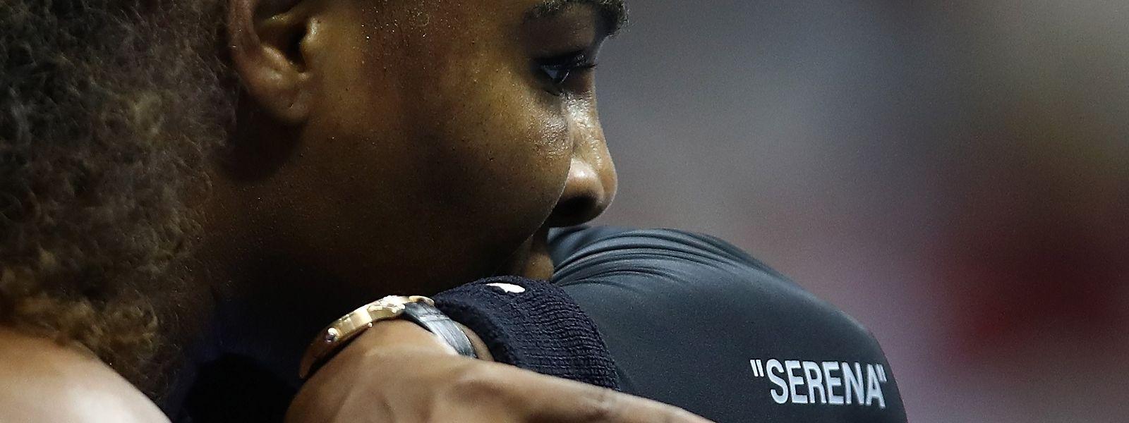 """Serena Williams chamou """"ladrão"""" ao árbitro português Carlos Ramos."""