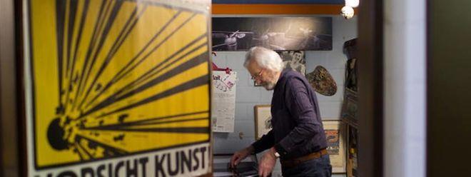 Le photographe Michel Medinger dans son atelier.