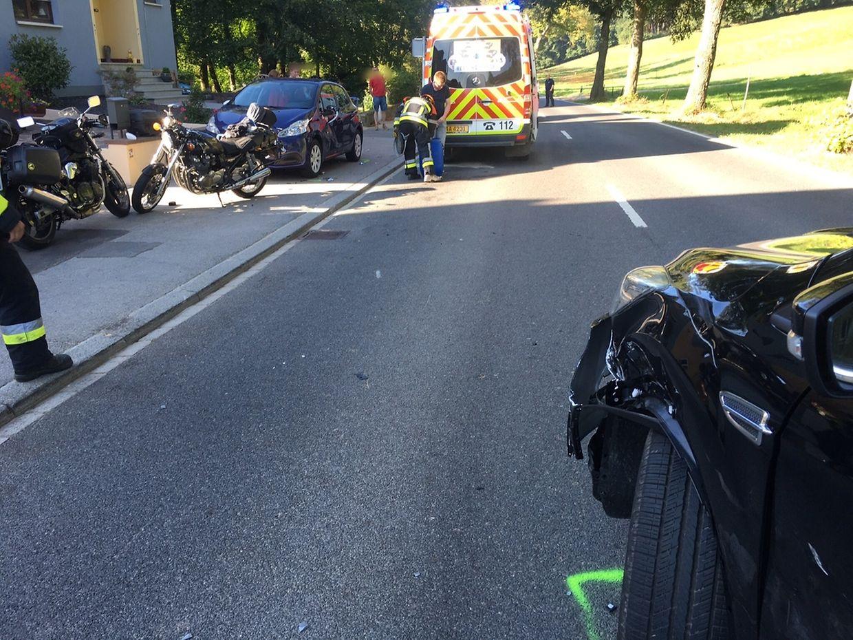 Der Motorradfahrer wurde leicht verletzt.