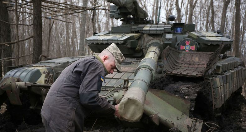 A Ukrainian serviceman works on his tank, near the city of Lysychansk, Lugansk region, not far from the front line with Russia-backed separatists on April 6, 2021. - Ukrainian President Volodymyr Zelensky on April 6 urged NATO to speed up his country's membership into the alliance, saying it was the only way to end fighting with pro-Russia separatists. (Photo by STR / AFP)