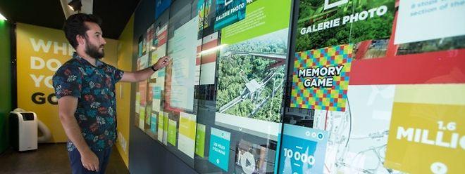 Dans le visiting center «GoTram», grands et petits visiteurs peuvent s'informer de façon ludique sur un écran tactile surdimensionné.