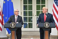 US President Donald Trump and European Commission President Jean-Claude Juncker (L) give a statement in the Rose Garden of the White House in Washington, DC, on July 25, 2018. / AFP PHOTO / SAUL LOEB