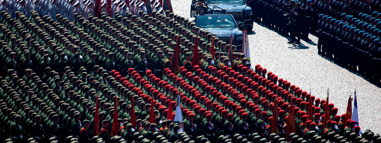 Die russischen Streitkräfte geben sich bei Paraden gern als Vorzeigearmee. Doch das Gewaltproblem ist groß in den Reihen der Soldaten.