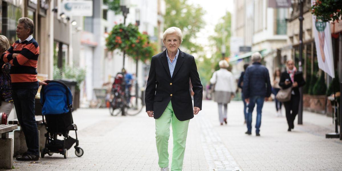 Colette Flesch a aujourd'hui 80 ans et a été la première femme bourgmestre en 1970. Elle vit à Luxembourg-Ville et s'engage maintenant pour l'égalité des chances.