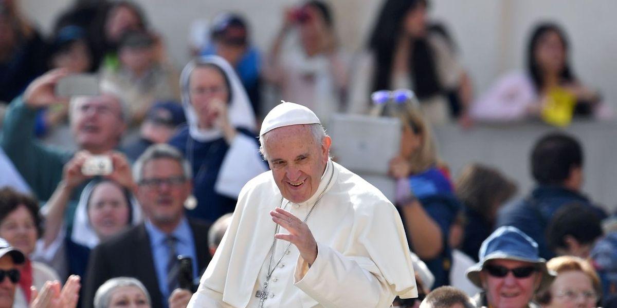 O papa abriu a sua conta no Instagram em março e, desde então, publicou 59 fotos e vídeos, contando com 2,3 milhões de seguidores.