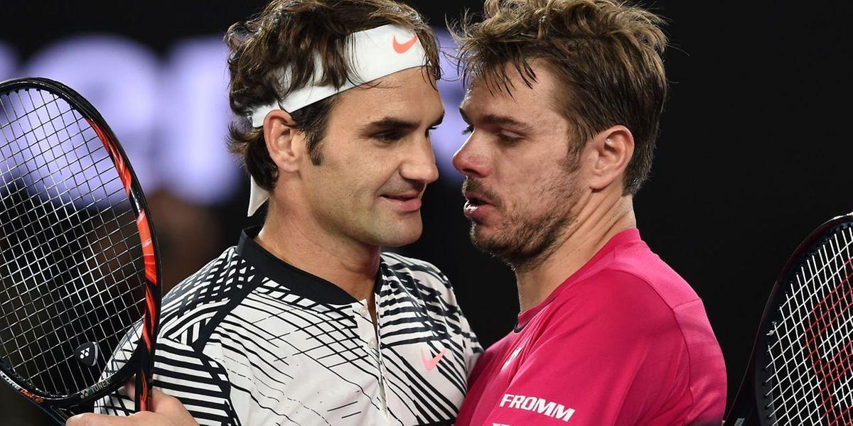 Roger Federer a longtemps parlé avec Stanislas Wawrinka au filet après un duel épique!