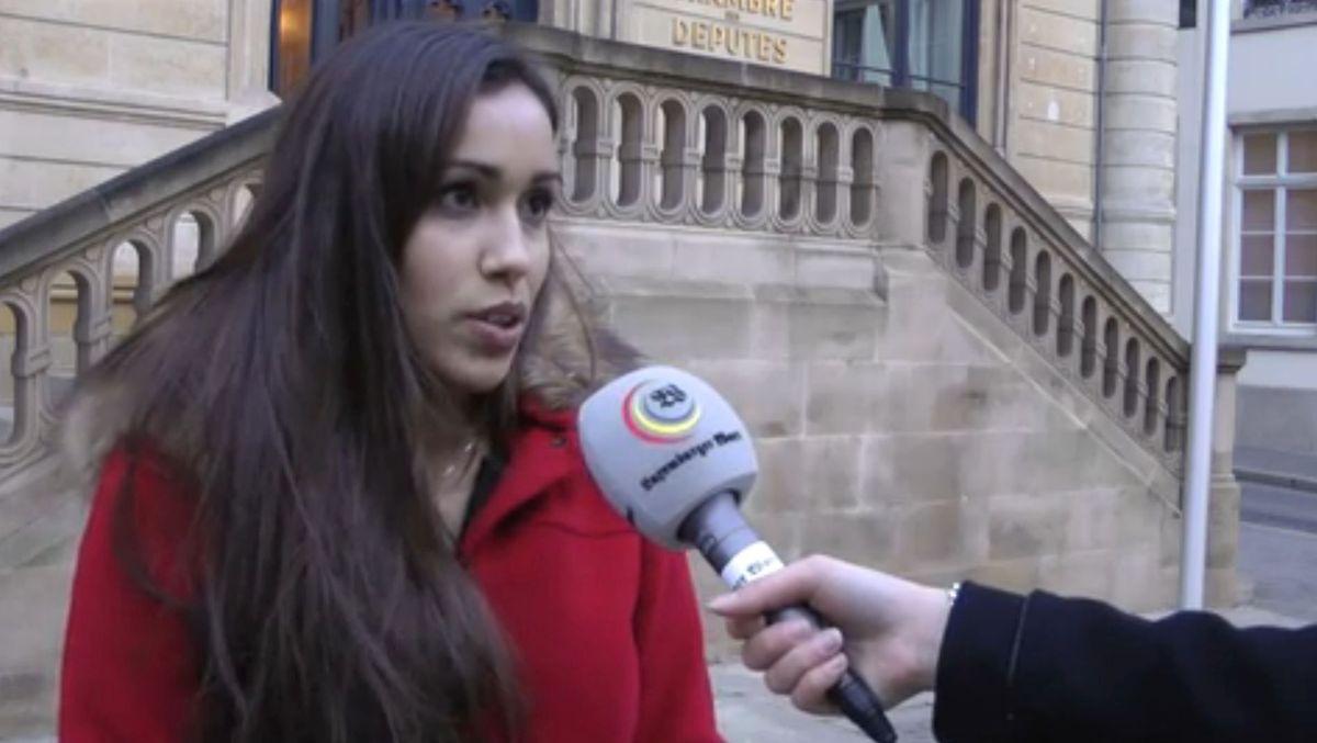 Tania Silva à la sortie du débat public à la Chambre des députés le 3 février 2016