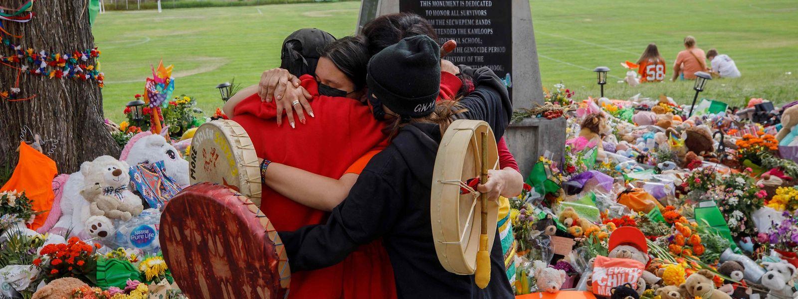 Ein Bild aus Kamloops in British Columbia, wo Ende Mai 215 tote Kinder auf dem Gelände eines ehemaligen katholischen Internats gefunden worden waren. Die neuen Funde liegen weiter östlich in der Provinz Saskatchewan.
