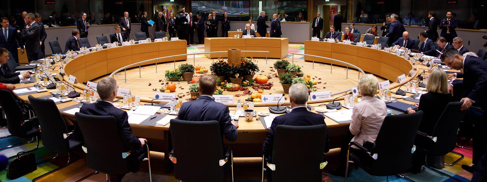 Die Staats- und Regierungschefs nehmen an einem Roundtable-Meeting beim EU-Gipfel teil.