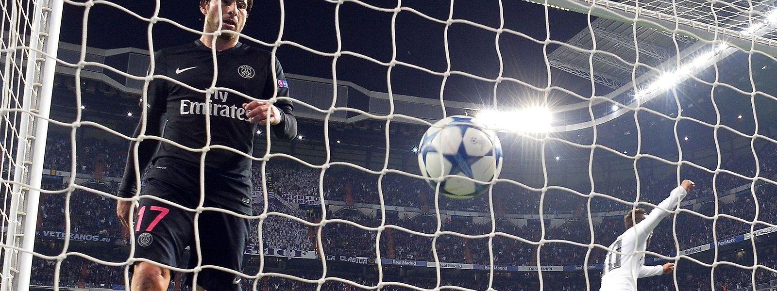 Paris SGs Maxwell (l.) hat das Nachsehen: 1:0 für Real Madrid.