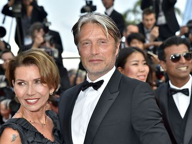 """Danish actor and member of the Jury Mads Mikkelsen (R) and his wife Hanne Jacobsen pose as they arrive on May 18, 2016 for the screening of the film """"The Unknown Girl (La Fille Inconnue)"""" at the 69th Cannes Film Festival in Cannes, southern France.  / AFP PHOTO / LOIC VENANCE"""