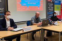 Gilles Everling (Apess), Jules Barthel (SEW) und Vera Dockendorf (SEW) fordern eine grundlegende Diskussion mit allen Schulpartnern und mit Bildungsforschern über die künftige Ausrichtung der öffentlichen Schule in Luxemburg.