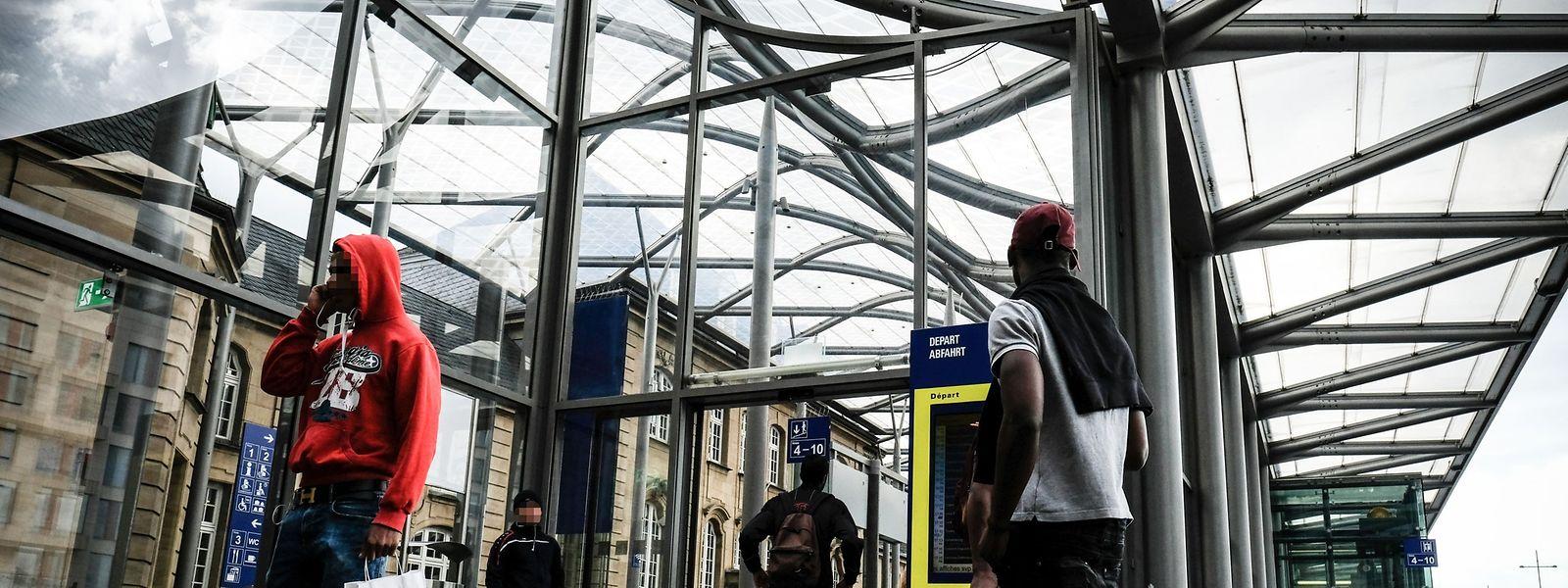 Vorrangig rund um den hauptstädtischen Bahnhof nahmen die Täter ihre Opfer mit dem Antanztrick ins Visier.