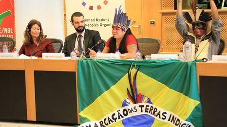 Os índios brasileiros denunciam o 'genocídio' no Brasil