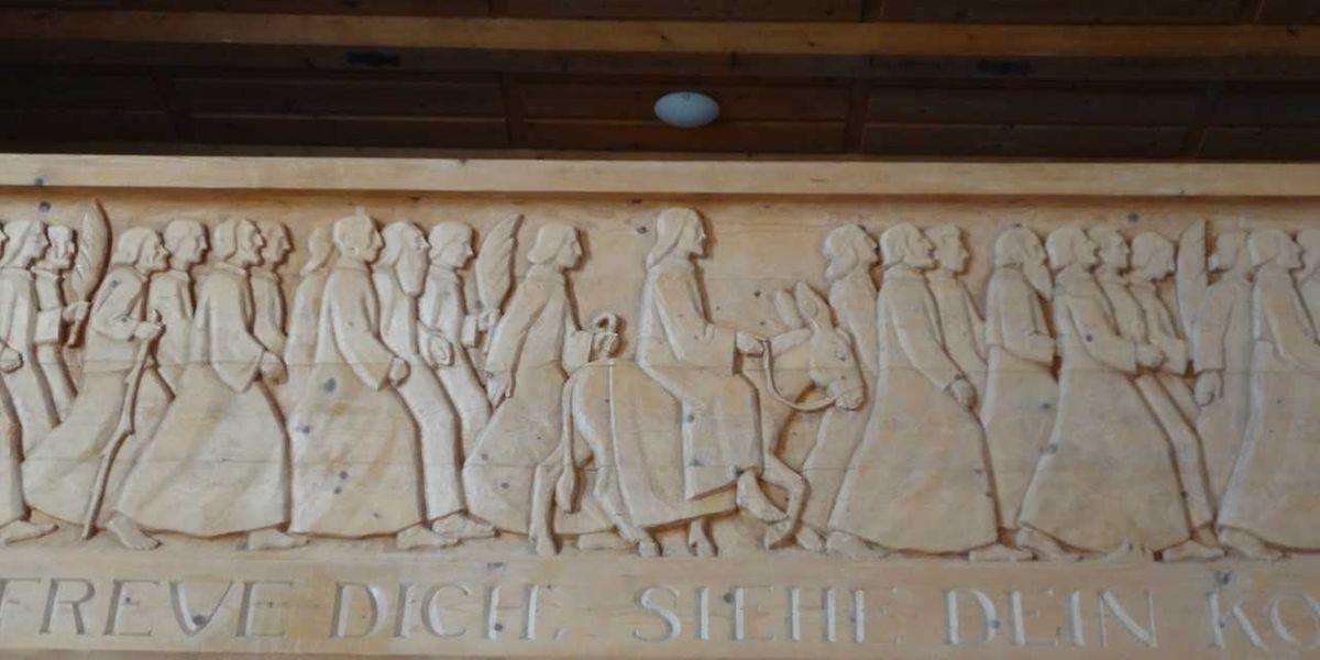 Holzrelief vun der Pällemsonndeg-Duerstellung zu Brienz (Schwäiz).