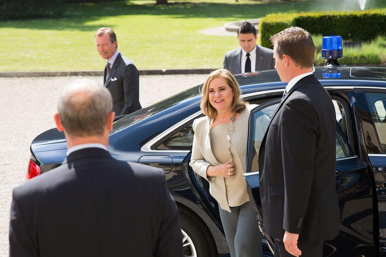 Großherzogin Maria Teresa bei der Ankunft am Schloss Septfontaines.