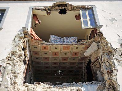 Schon am Tag nach dem Erdbeben werden Rufe nach mehr Erdbebenschutz bei Gebäuden laut.