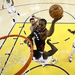 OAKLAND, CALIFORNIA - JUNE 05: Kawhi Leonard #2 of the Toronto Raptors attempts a shot against the Golden State Warriors during Game Three of the 2019 NBA Finals at ORACLE Arena on June 05, 2019 in Oakland, California. NOTE TO USER: User expressly acknowledges and agrees that, by downloading and or using this photograph, User is consenting to the terms and conditions of the Getty Images License Agreement.   Ezra Shaw/Getty Images/AFP (Photo by EZRA SHAW / GETTY IMAGES NORTH AMERICA / AFP)