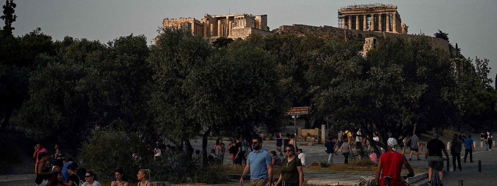 En Grèce, un tiers des bars et restaurants - ceux qui peuvent servir à l'extérieur - accueilleront à nouveau des clients ce lundi