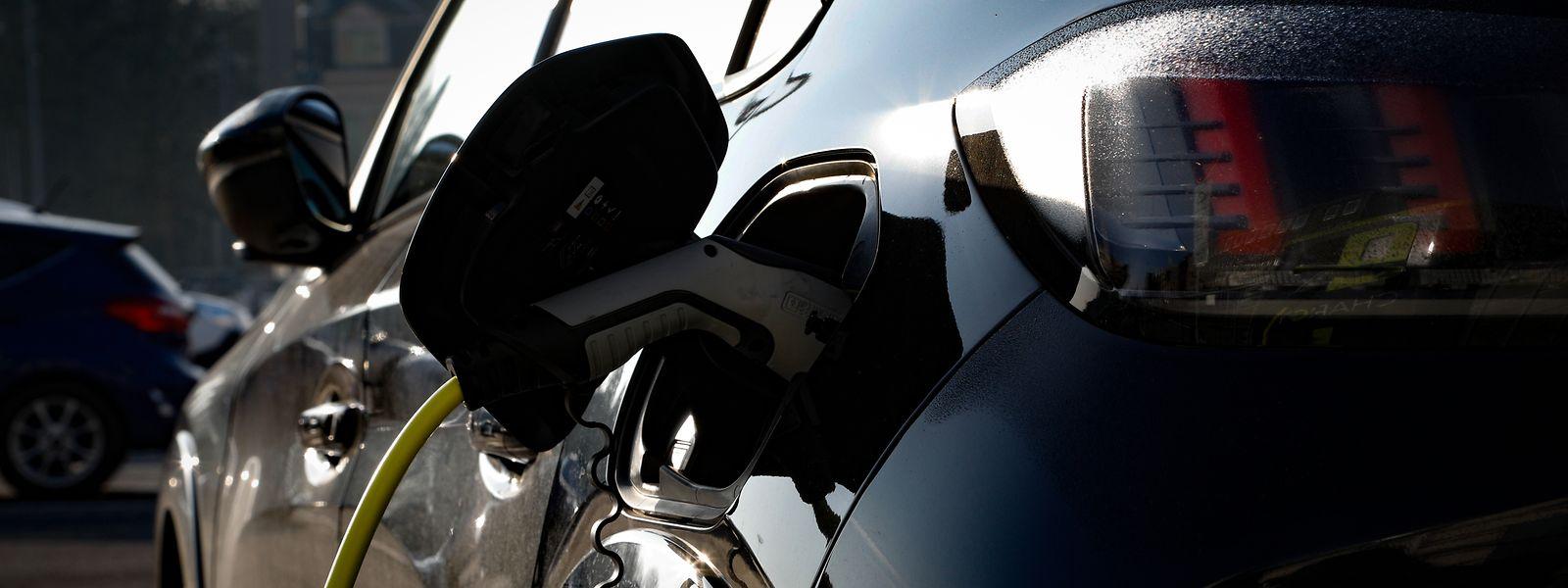Outre le parc automobile, le gouvernement entend favoriser l'électrification des transports en commun d'ici 2025.