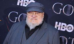 """George R. R. Martin lieferte die Vorlagen für die erfolgreiche Serie """"Game of Thrones"""" - und auch diesmal sieht es so aus, als wenn die Serie wieder viele Preise bei den diesjährigen Emmys gewinnen wird"""