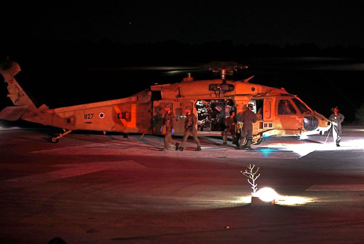 Militärhubschrauber brachten Verletzte ins Krankenhaus.