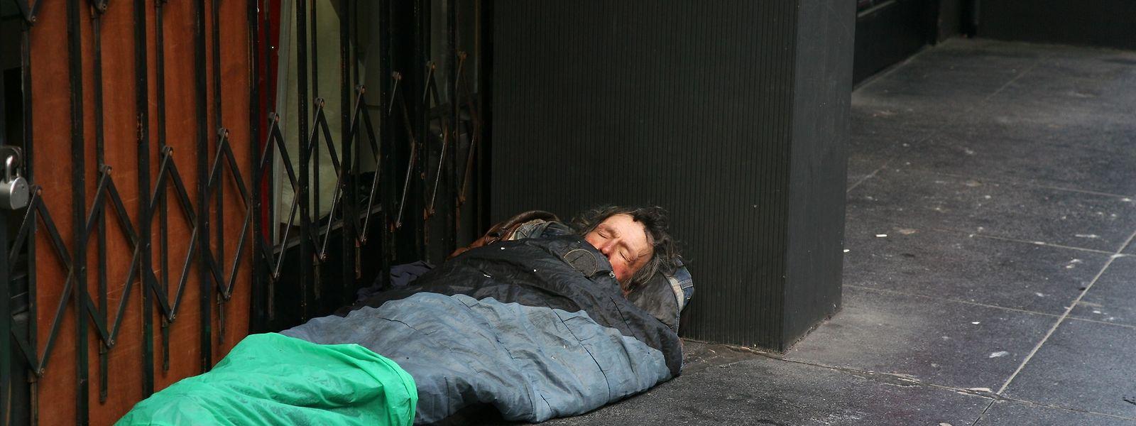 Obdachlosen macht die anhaltende Kälte zu schaffen – vor allem, wenn sie in keiner Notunterkunft unterkommen können oder wollen.