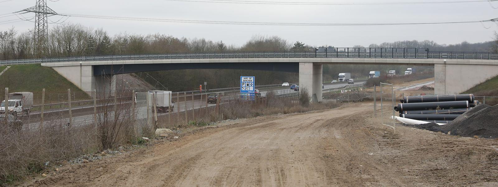 Die neue Zugstrecke wird zum Teil direkt neben der Autobahn A3 errichtet.