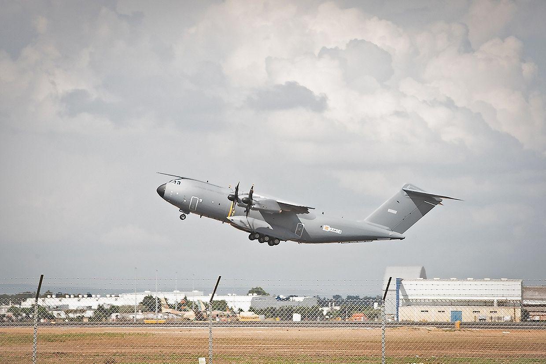 Am Ostermontag um 16.08 Uhr hob der neue Airbus A400M zum ersten Mal ab.