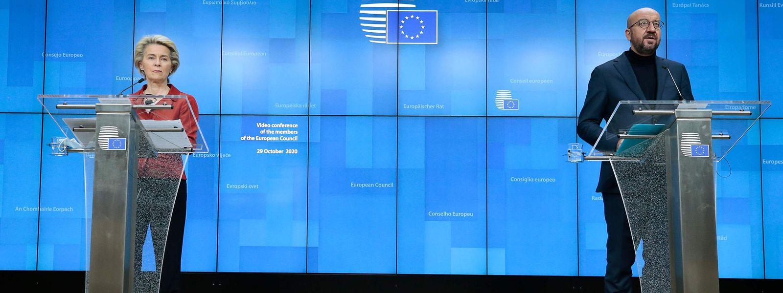 EU-Kommissionspräsidentin Ursula von der Leyen und EU-Ratspräsident Charles Michel bei der Pressekonferenz nach dem Videogipfel.