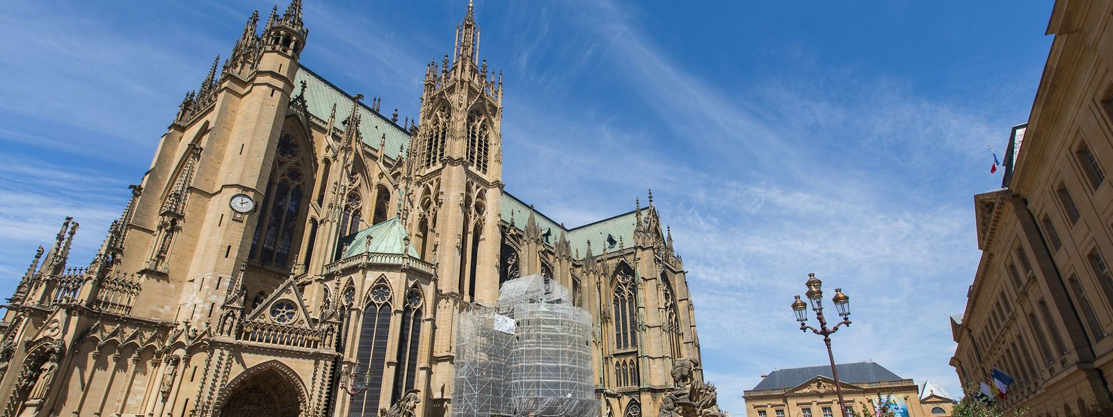 Au pied de la cathédrale de Metz, sur le marché, masque de rigueur dès le mardi 11 août.