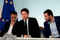Italiens Vizepremier Luigi di Maio, Premierminister Giuseppe Conte und Innenminister Matteo Salvini (v.l.) verfolgen eine harte Linie im Umgang mit Flüchtlingen und Migranten.