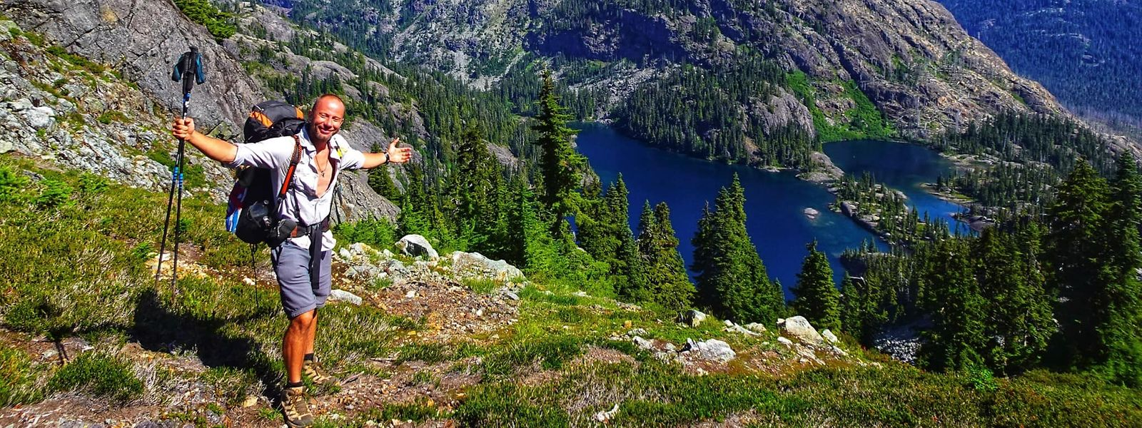 Kurz vor dem Ziel – eine Aussicht zum Genießen auf dem Snowqualmie-Pass im US-Bundesstaat Washington.