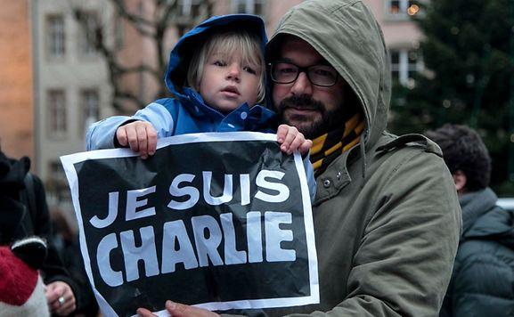 Les hommages aux victimes de l'attentat se sont succédés toute la journée sur la planète. Ici, place Clairefontaine à Luxembourg-ville ce jeudi matin.