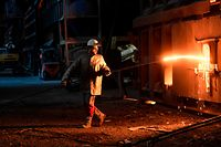Thyssenkrupp will zusätzliche Stellen abbauen: Wie es mit der Stahlsparte des Konzerns weitergehen soll, steht noch nicht fest.
