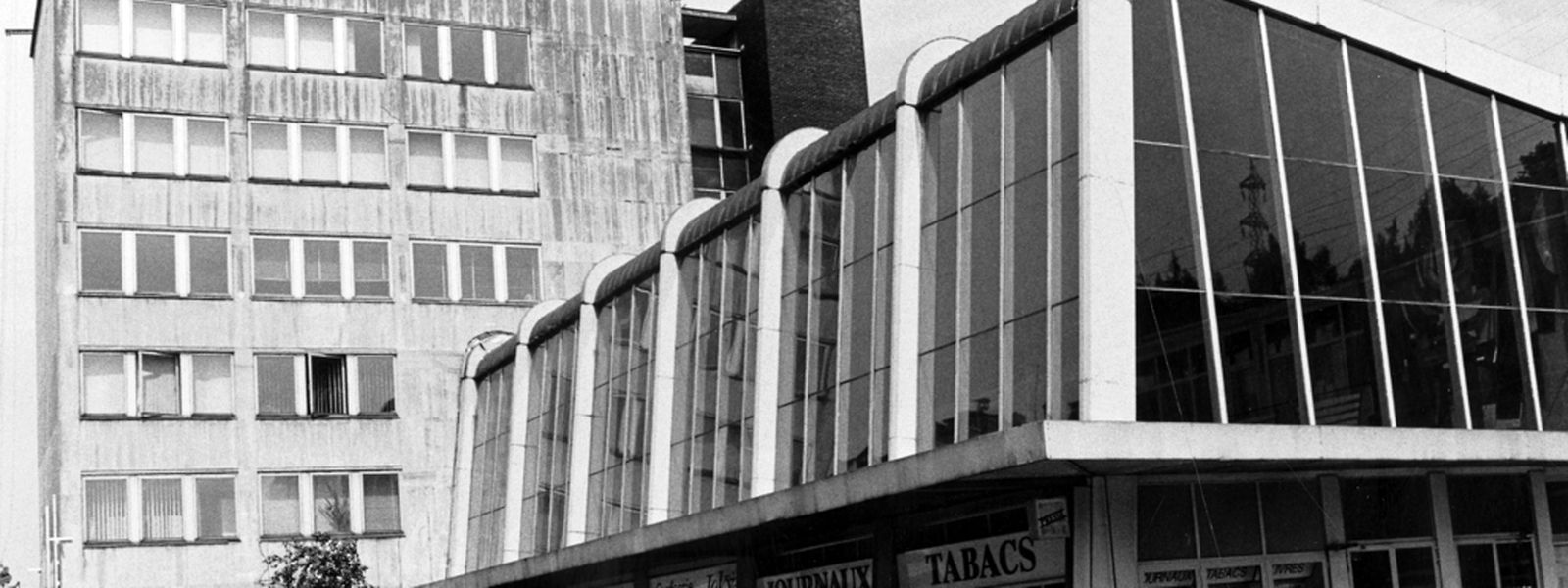 Das Bahnhofsgebäude wie es vielen alteingesessenen Eschern in Erinnerung ist. Dieses Bild stammt vom 29. Juni 1994.