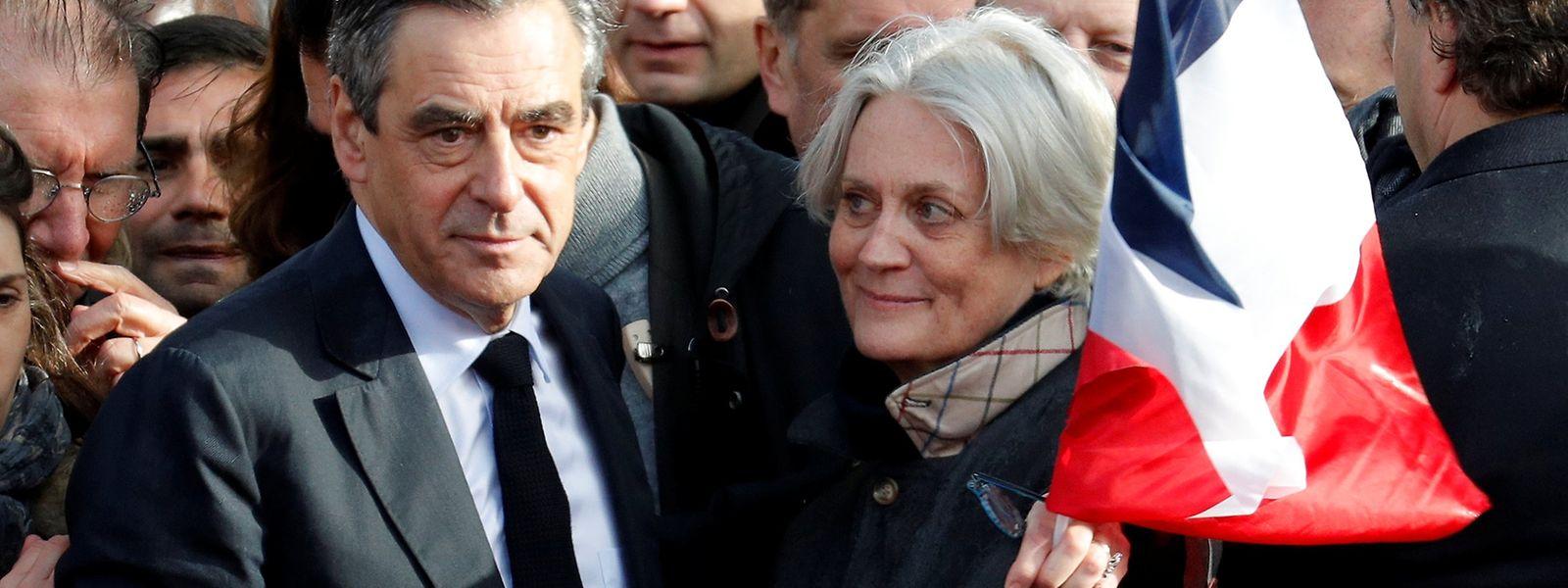 """Das Thema """"Jobs für Verwandte"""" war durch das Ehepaar Fillon während des Präsidentschaftswahlkampfes in den Blickpunkt gerückt."""